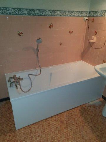Pose et Installation d'une baignoire dans votre salle de bain à Maury
