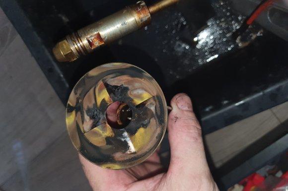 Déflecteur et électrodes avant