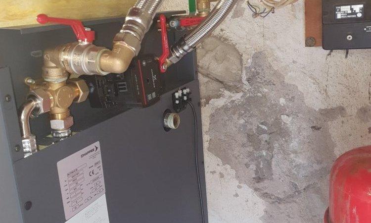 Circulateur de chauffage asservi au thermostat d'ambiance et vanne de mélange 4 voies
